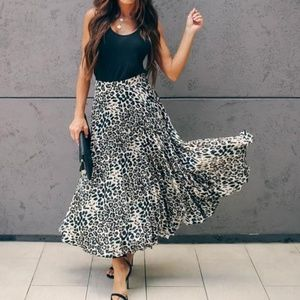 NWOT Do+Be Leopard Pleated Midi Skirt, Size Small
